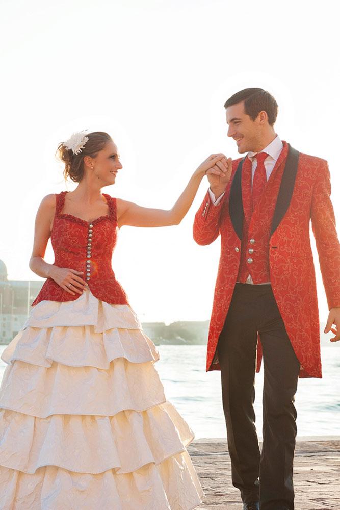 Hochzeitsoutfit in Rankenseide rot und creme